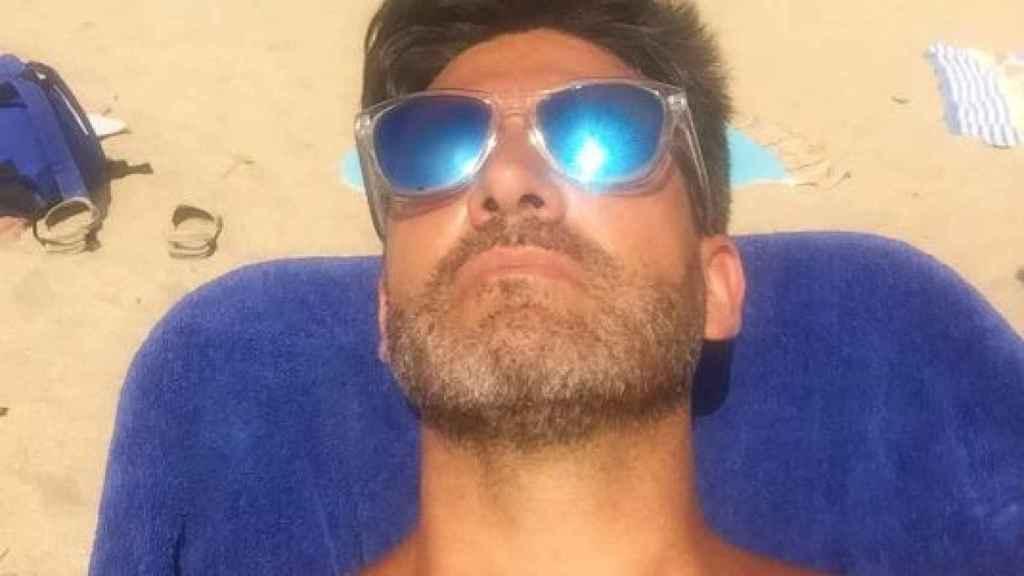 El representante, disfrutando del sol de Zahara.