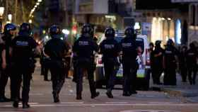 Agentes de policía en Barcelona este jueves.
