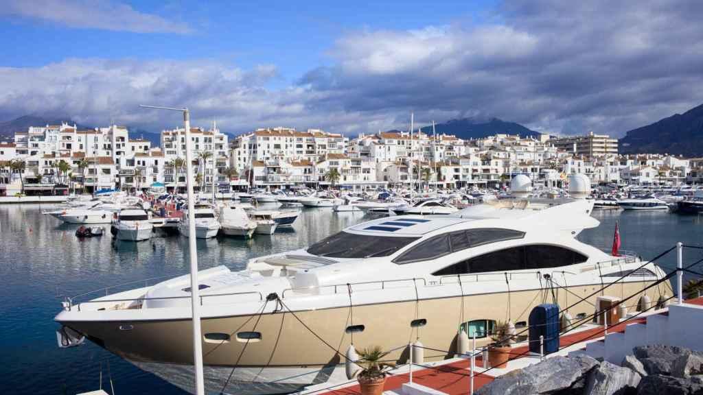 El puerto Banús es uno de los más exclusivos y lujosos de España.