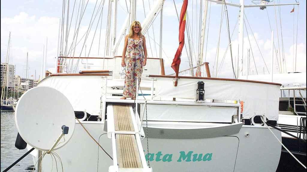 La baronesa, en su barco Mata Mua