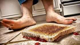La tostada, como dice la Ley de Murphy, siempre cae por el lado de la mantequilla. ¿Pero puedo comérmela?