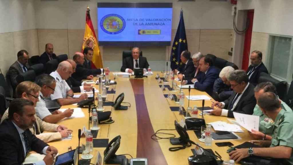 La mesa antiterrorista en el Ministerio del Interior presidida por Juan Ignacio Zoido.