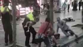 El guardia urbano que calmó a un bebé en Las Ramblas