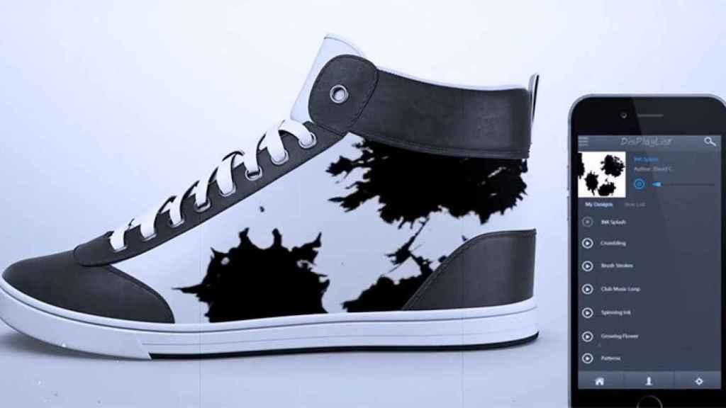 El futuro era esto: zapatillas con pantalla interactiva.