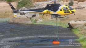 helicoptero incendios carga agua 1
