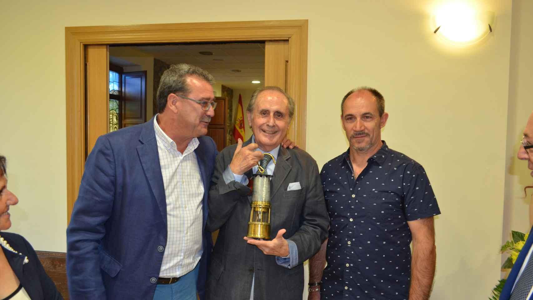 Jaime Peñafiel da el pregón en el pueblo leonés de Sabero