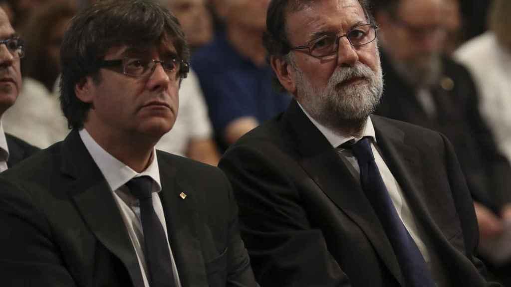 Puigdemont y Rajoy prosiguen con el tira y afloja por la crisis catalana.