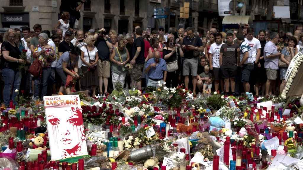 Homenaje en Las Ramblas a las víctimas de los atentados.
