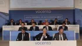 Junta de Accionistas de Vocento de 2017 con Fernando Yarza al fondo a la izquierda.