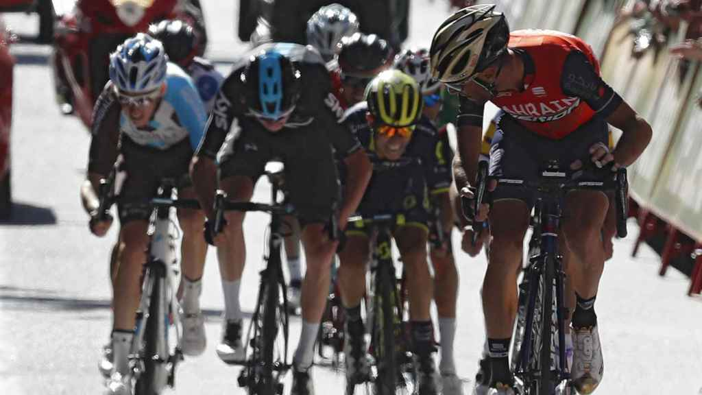 Nibali ataca a los favoritos en el último kilómetro.