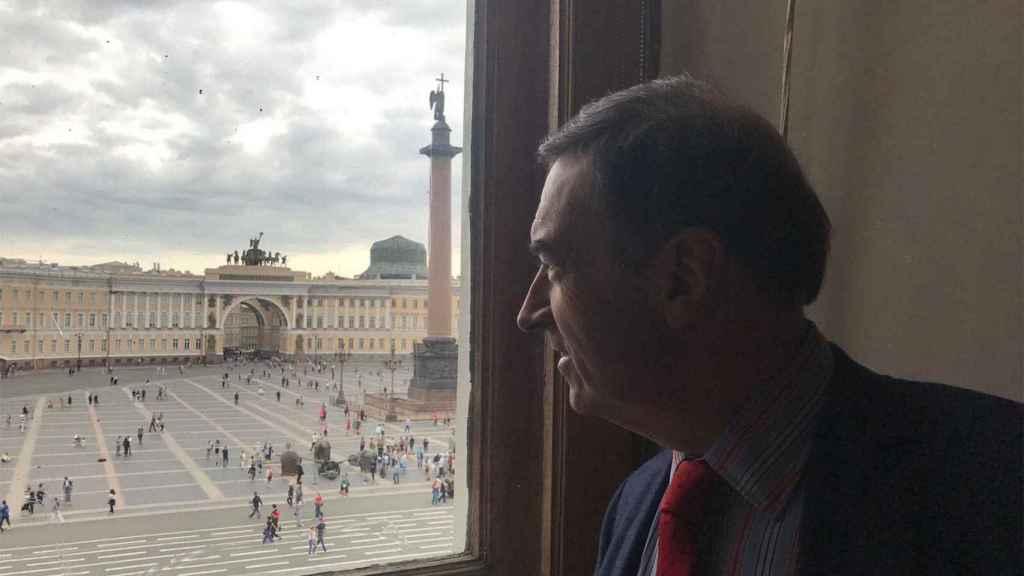 Vista desde una ventana del Palacio de Invierno del Arco del Triunfo por el que penetraron en masa sus asaltantes.