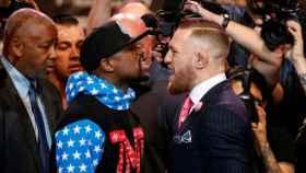 Mayweather y McGregor durante la presentación de la pelea.