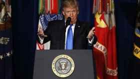 Trump anuncia su nueva política para la guerra en Afganistán en Fort Meyer, Virginia