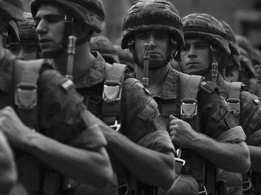 Soldados del Ejército español en la marcha del 12 de octubre