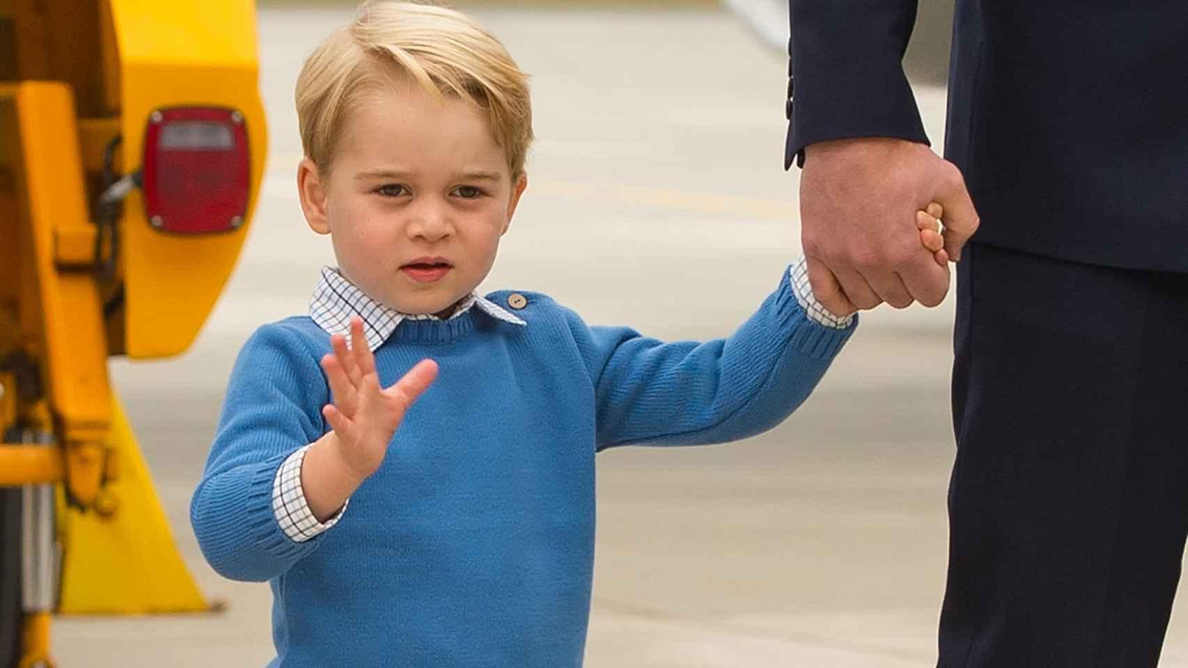 El príncipe Jorge, en una imagen reciente junto a su familia.