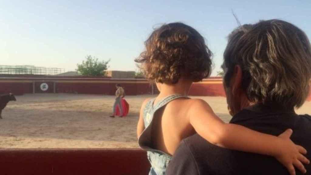 Damaso Gonzalez con su nieto Tristán.