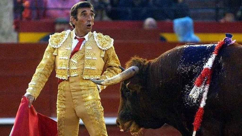 Dámaso González durante una faena.