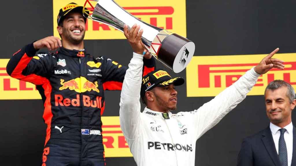 Hamilton celebra su victoria en Spa-Francorchamps.