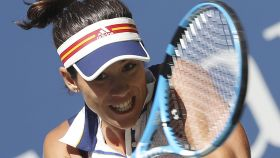 Muguruza, golpeando un revés en su primer partido en el US Open.