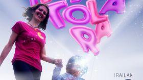 Sara Majarenas y su hija Izar en el cartel promocional de la manifestación.
