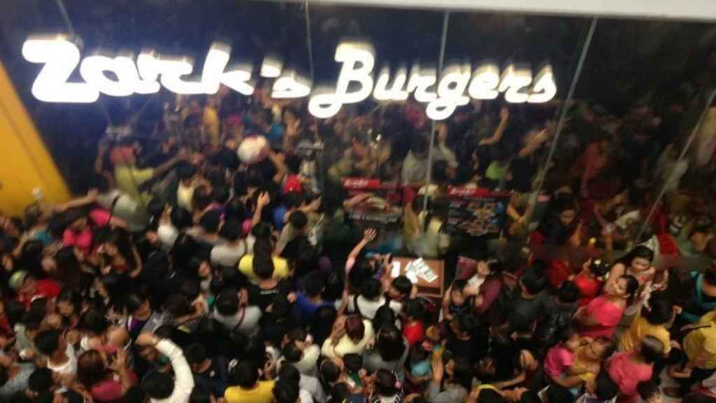 Los 80 primeros clientes tendrían una hamburguesa por 13 céntimos