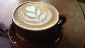 Una buena taza de café con leche bien calentita.