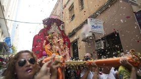El dios hindú Ganesh por las calles de Ceuta antes de ser adorado en la iglesia católica principal de la ciudad