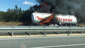 Camión incendiado.