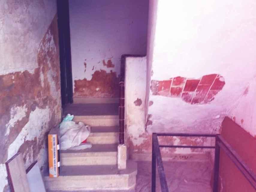 Acceso a una vivienda de la Guardia Civil en Murcia.