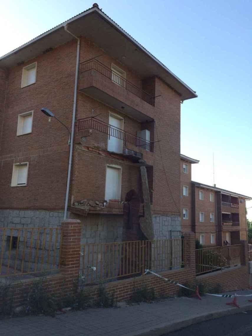 Casa cuartel de El Escorial tras el desplome de dos de sus balcones.