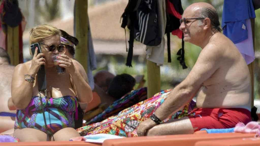 Carmen Borrego y su marido durante sus vacaciones.