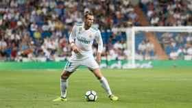 Bale controla el balón.  Foto: Pedro Rodríguez / El Bernabéu