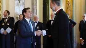 Felipe VI saluda a Rivera en la apertura del año judicial.