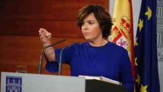 La vicepresidenta del Gobierno, Soraya Sáenz de Santamaría,durante su comparecencia ante los medios hoy en el Palacio de La Moncloa.