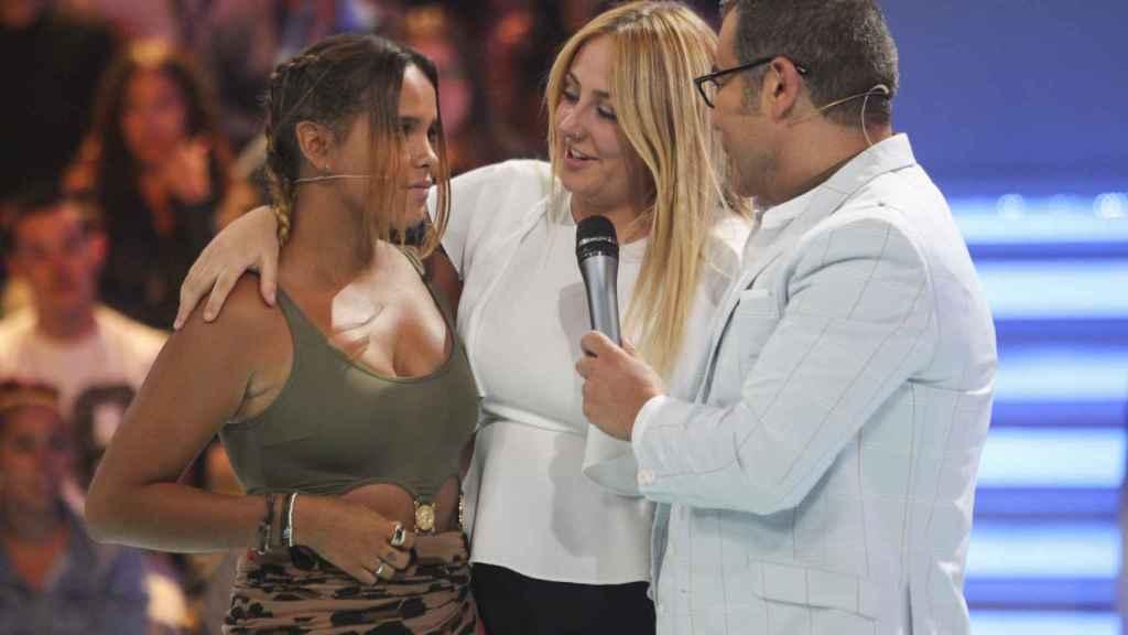 Gloria Camila, Rocío Flores y Jorge Javier Vázquez, durante la emisión de Supervivientes.