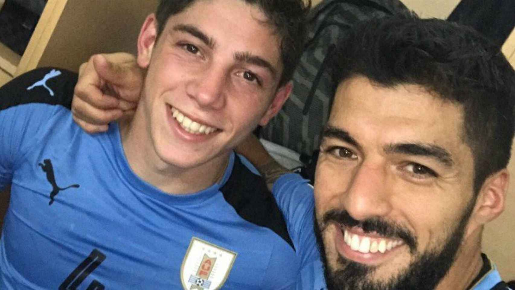Luis Suárez posa junto a Valverde. Foto Twitter (@LuisSuarez9)