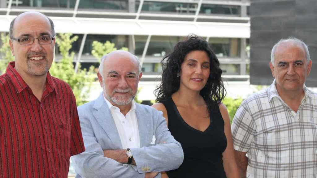 De izquierda a derecha, los hermanos Brugada: Ramón, Pere y Josep junto a Georgia Sarquella.