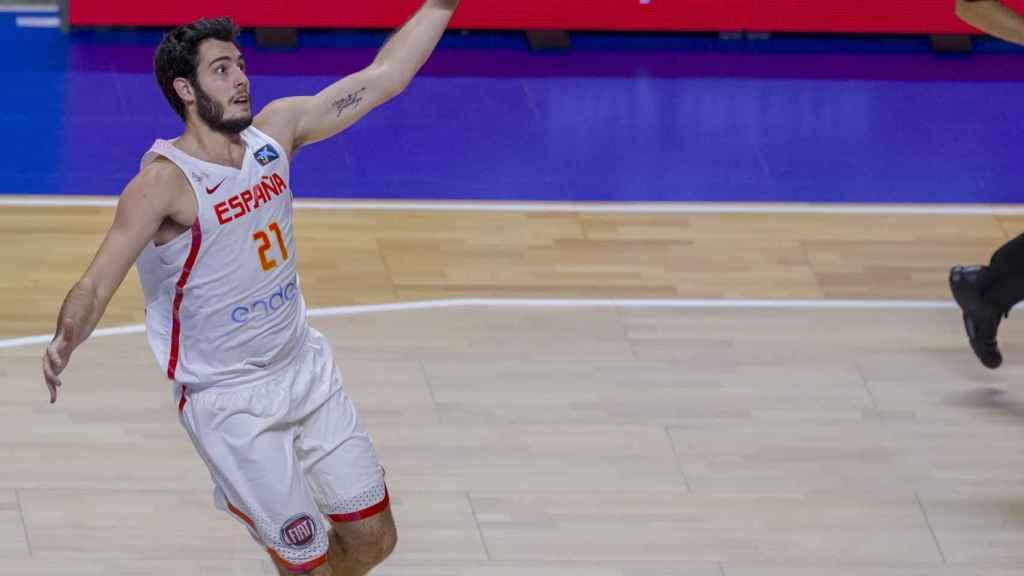 Álex Abrines en uno de sus últimos partidos con España este verano.