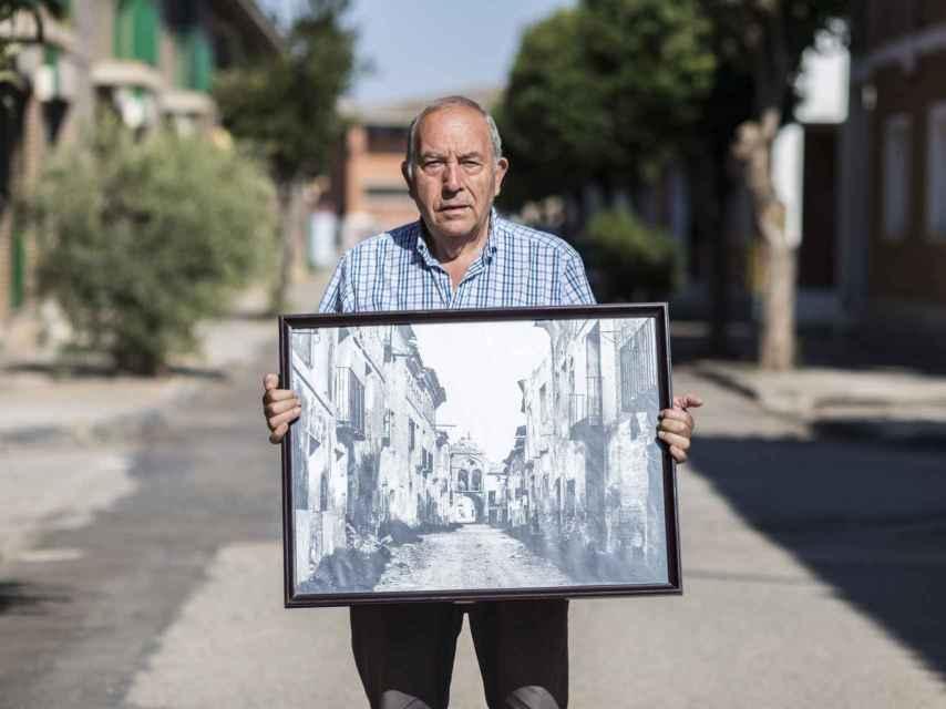 Domingo Serrano nació en Belchite viejo y ha sido alcalde del pueblo durante 20 años.