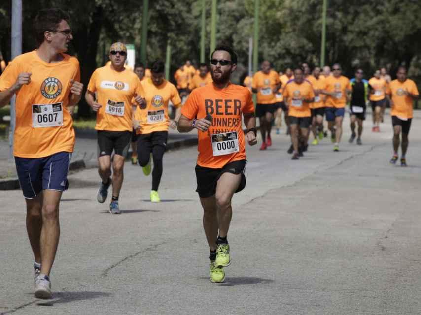 Dani Quintero, en una carrera, aparece a la derecha.