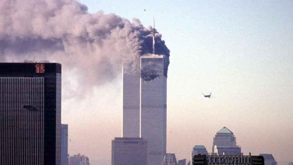 El segundo avión momentos antes de impactar contra las Torres Gemelas el 11-S.