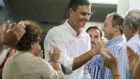 Pedro Sánchez, esta semana con militantes en Extremadura.