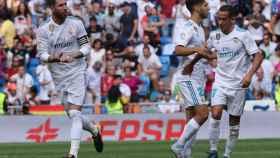 Sergio Ramos, Lucas y Marcelo celebran un gol.