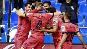 Los jugadores de la Real Sociedad celebran un gol en Riazor.