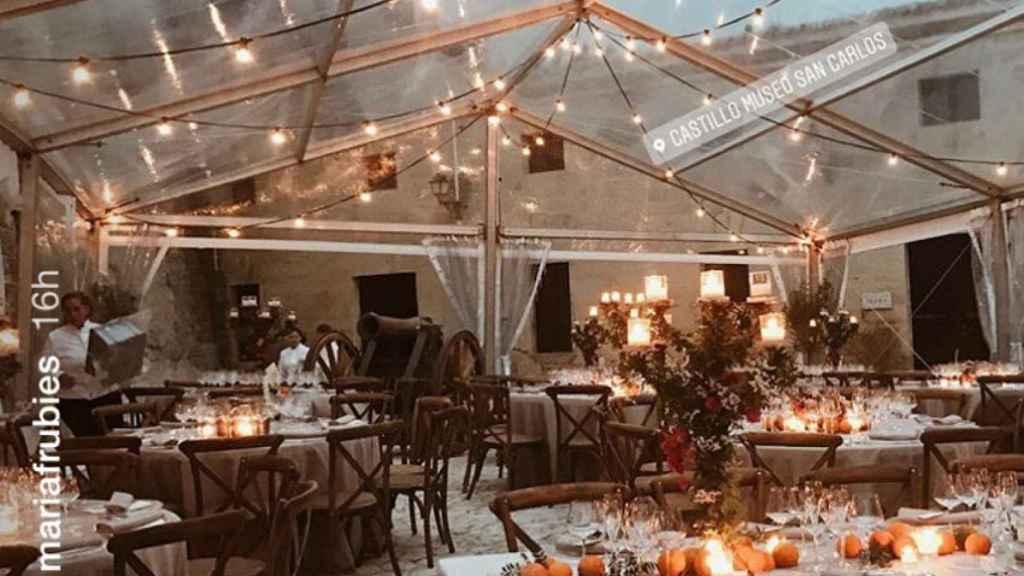 La zona habilitada para la cena de la boda en el Castillo de San Carlos.
