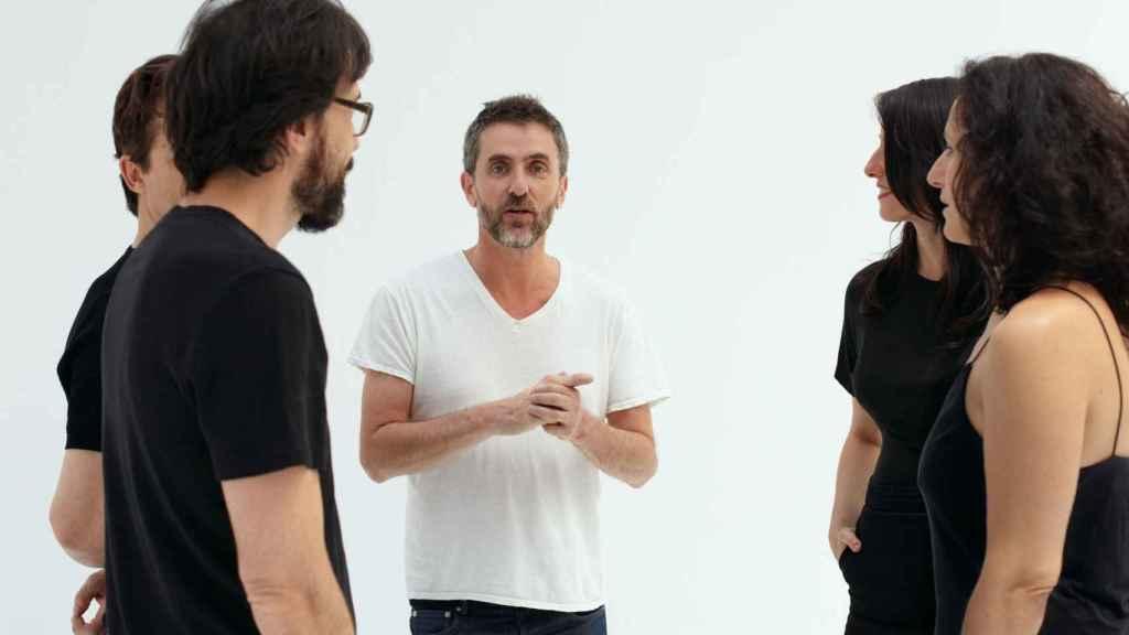 Pascal Rambert junto a los actores de Ensayo.