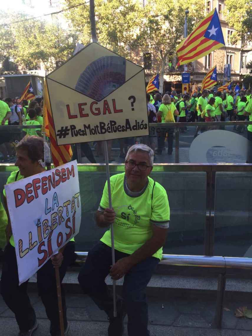 Muchos manifestantes portaban pancartas humorísticas, como esta en referencia a Trapero.