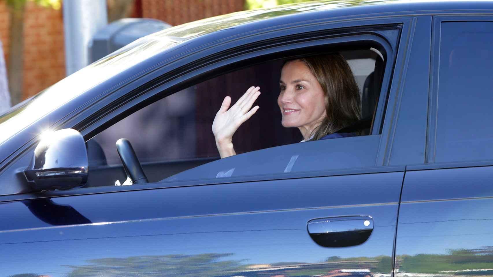 La reina Letizia lleva a sus hijas a su primer día de colegio