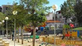 plaza-baleares-salamanca-parque-biosaludable-maquinas-ejercicio-columpios-parque-para-perros