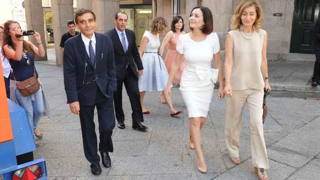 Adriana Dominguez con sus padres y hermanas el día de su boda.
